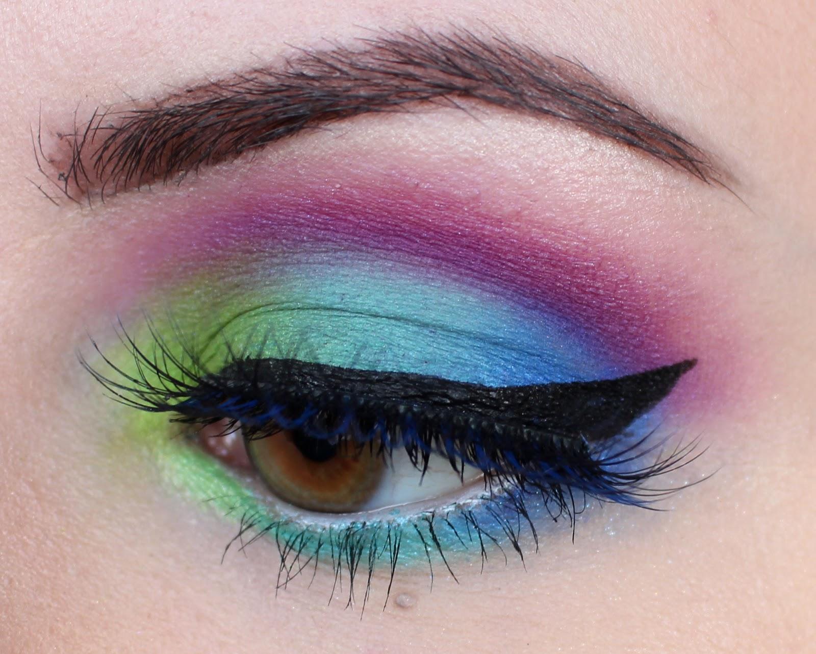 Цветни изкуствени мигли или такива за корекция