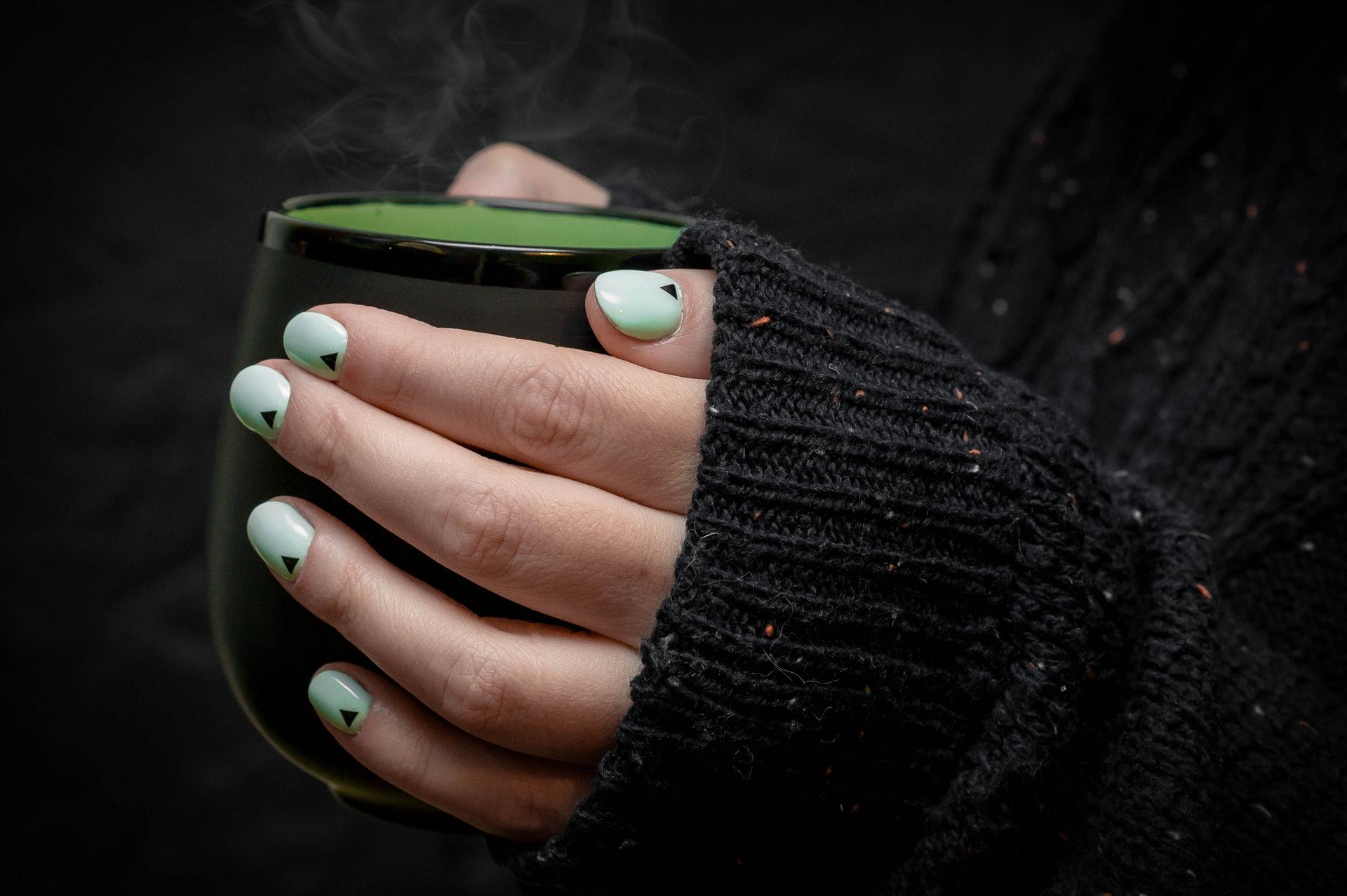 Хибриден маникюр стъпка по стъпка. Как да нанесете хибриден лак за нокти?