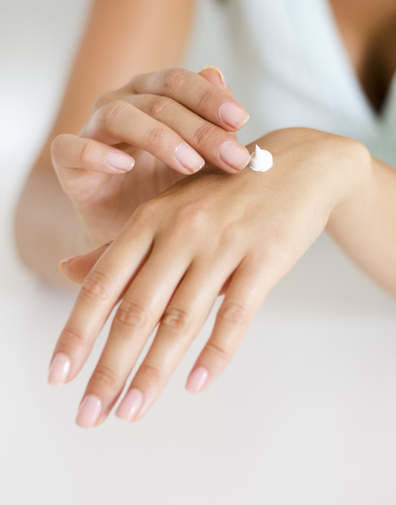 Как да се грижите за ръцете и ноктите си? Подходяща грижа вкъщи и в салона за красота