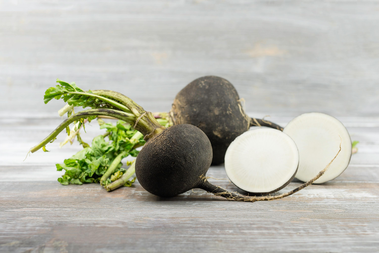 Черната ряпа – прекрасна, естествена съставка. В какви продукти се съдържа тя?